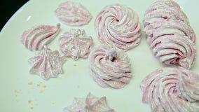 Bourdonnement sur le zéphyr rose fait main délicieux clips vidéos