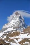 Bourdonnent dedans Matterhorn Photographie stock