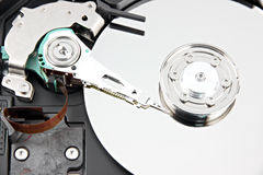 Bourdonnent la photo l'unité de disque dur qu'ouvrent le capot supérieur. Image libre de droits