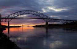 Bourne桥梁在日落的鳕鱼角 免版税图库摄影