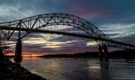 Bourne桥梁在日落的鳕鱼角 免版税库存照片