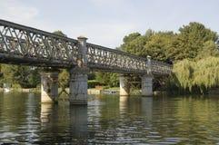 Bourne-Enden-Eisenbahnbrücke Stockfoto