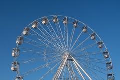 Bournemouth dużego koła przyciąganie na mola podejściu z niebieskim niebem w tle obrazy stock