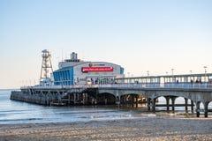 Bournemouth molo pokazuje ogłoszenie dla xmas przedstawienia obrazy royalty free