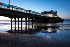 Free Bournemouth Pier, UK, Photographed From The Beach, In Low Light Early In The Morning. Stock Images - 130339294