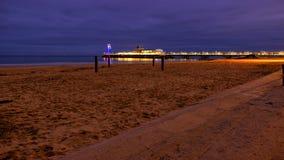 Bournemouth pir på natten arkivbilder
