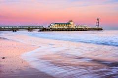 Bournemouth pirsolnedgång Arkivfoton