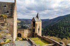 Bourscheid slott i solig vårdag, Luxembourg Royaltyfri Foto