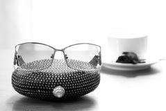 Bourse et lunettes Photos stock