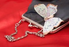 Bourse noire avec le guindineau sur des Valentines Photographie stock libre de droits