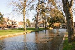 Bourton auf dem Wasser, wunderliches Cotswold-Dorf, Gloucestershire, Lizenzfreie Stockfotografie