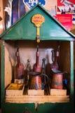 BOURTON-ON-THE-WATER, GLOUCESTERSHIRE/UK - 24-ОЕ МАРТА: Старая раковина Стоковые Изображения