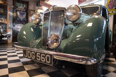 BOURTON-ON-THE-WATER, GLOUCESTERSHIRE/UK - 24-ОЕ МАРТА: Старый MG внутри Стоковое Изображение