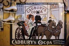 BOURTON-ON-THE-WATER, GLOUCESTERSHIRE/UK - 24 DE MARÇO: Cadbur velho Fotos de Stock