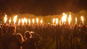 Bousov roszuje Czeskiego Rypsowego Sierpień 19th 2017 ludzi z telefonu komórkowego wath społeczeństwo ogienia przedstawienie gorą zbiory