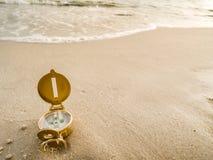 Boussole sur la plage Image libre de droits