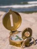 Boussole sur la plage Image stock