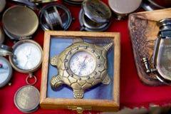 Boussoles de vintage au marché indien Photo stock