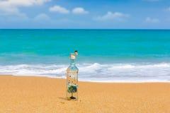 arbre l 39 int rieur d 39 une bouteille en verre images stock image 24668614. Black Bedroom Furniture Sets. Home Design Ideas