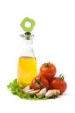 Bouteille avec le pétrole et les tomates Photographie stock libre de droits
