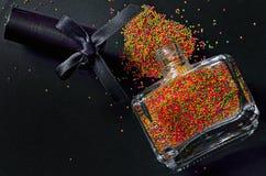 Bouteille avec le vernis à ongles coloré Photographie stock libre de droits