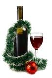 Bouteille avec le vin rouge et décoration pour Noël Photos stock