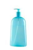 Bouteille bleue de shampooing avec la pompe Images libres de droits