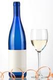 Bouteille bleue de vin blanc et de glace de vin Photos stock