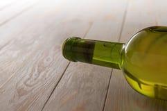 Bouteille bouchée de vin blanc photo libre de droits