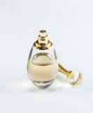 Bouteille décorative avec le parfum, fait en de verre et de finition avec Photo libre de droits