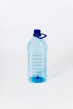 Bouteille d'eau en plastique standard réutilisable Photos stock