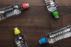 Bouteille d'eau en plastique sur la table Images stock