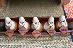 Bouteille d'huile d'arome pour le massage thaïlandais Image libre de droits