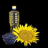 Bouteille d'huile de tournesol avec la fleur et la graine photographie stock libre de droits