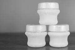 Bouteille de chéri avec du lait Photographie stock libre de droits