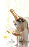 Bouteille de Champagne dans la position images stock