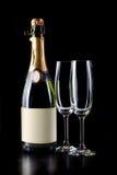 Bouteille de Champagne et deux verres Photographie stock