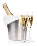 Bouteille de Champagne et deux verres photo stock