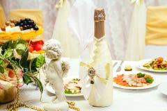 Bouteille de champagne de mariage photos stock