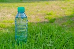 Bouteille de l'eau Image stock