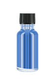 Bouteille de liquide bleu d'isolement photographie stock libre de droits