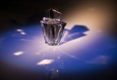 Bouteille de parfum Photo stock