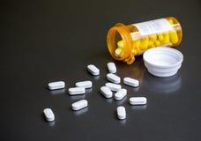 Bouteille de pilules images libres de droits
