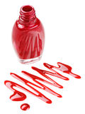Bouteille de vernis à ongles rouge avec des échantillons de baisse d'émail Images stock