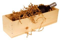 Bouteille de vin dans le cadre en bois Photos libres de droits