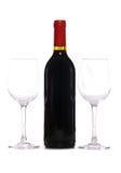 Bouteille de vin rouge avec deux glaces de vin Photo stock
