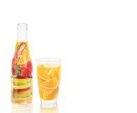 Bouteille de vitamine de jus de fruit illustration stock