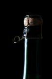 Bouteille effrayante de champagne sur le noir Photographie stock