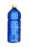Bouteille en plastique bleue pour l'eau d'isolement sur le blanc photo stock