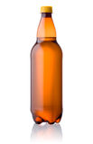 Bouteille en plastique de Brown de bière d'isolement sur le blanc Photographie stock libre de droits